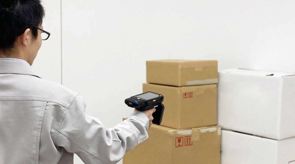 RFIDリーダによる一括スキャンで「何が」「いくつ」あるのか在庫状況を把握